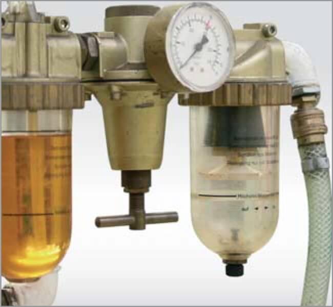 Fig. 6: Combinaţie FRL: filtru - regulator - lubrificator